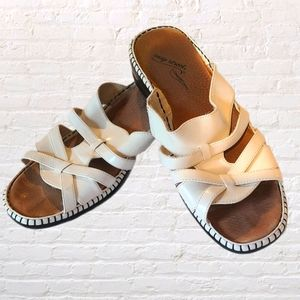 Easy Street Comfort Wave White Sandals